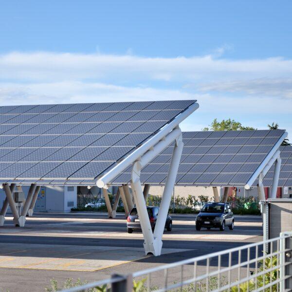 Installation ombrières de parking photovoltaique l Silicéo