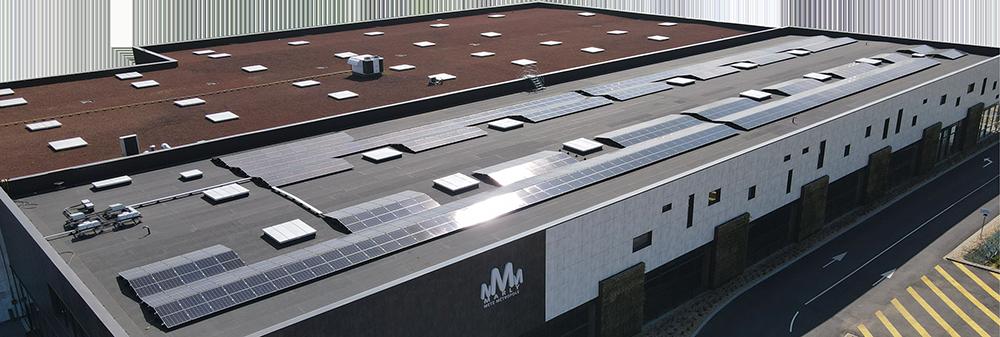 Installation-panneaux-photovoltaiques-toiture