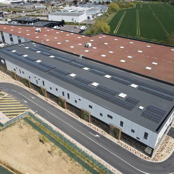 Installation-panneaux-solaires-station-de-lavage-et-drive-Leclerc-de-Marly