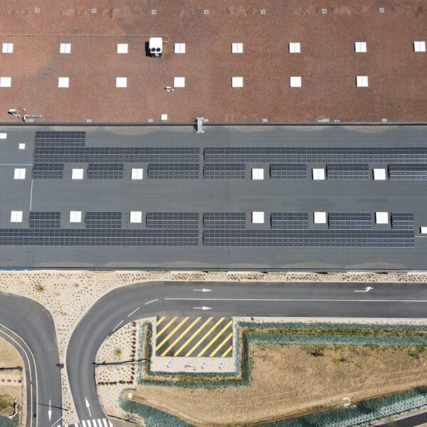 Installation-solaires-station-de-lavage-et-drive-Leclerc-de-Marly