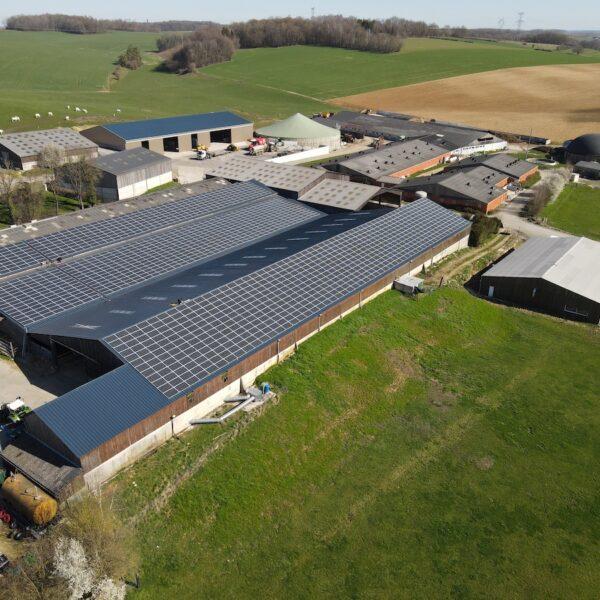 Prez-08-Hangar-agricole-Professionnel-panneaux-photovoltaïques-500-kWc-GAEC-Demorgny-1-l-Silicéo