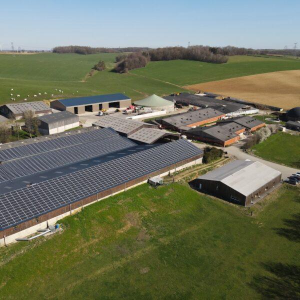 Prez-08-Hangar-agricole-Professionnel-panneaux-photovoltaïques-500-kWc-GAEC-Demorgny-l-Silicéo.