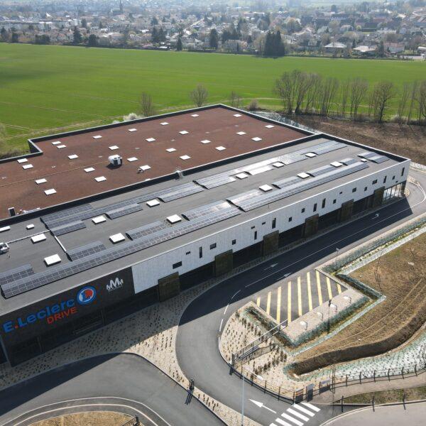 Secteur tertiaire panneaux photovoltaïques bâtiment photovoltaïque l Silicéo